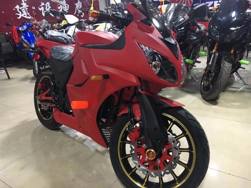 成都 雅安征服者摩托车 支持零首付可以分期