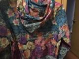 花卉冲锋衣L,衣服不错 买小了.穿过3次以内.9成