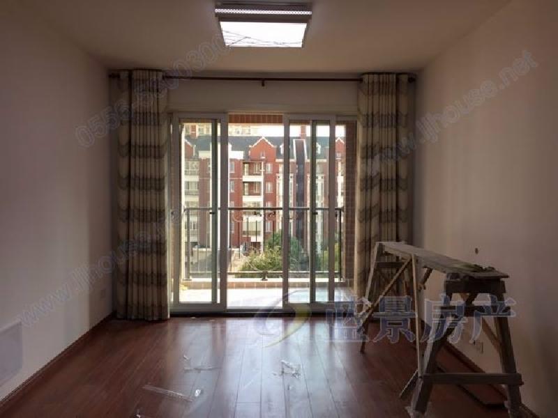 业主人在外地,特装修诚心出租,随时看房,家具齐全