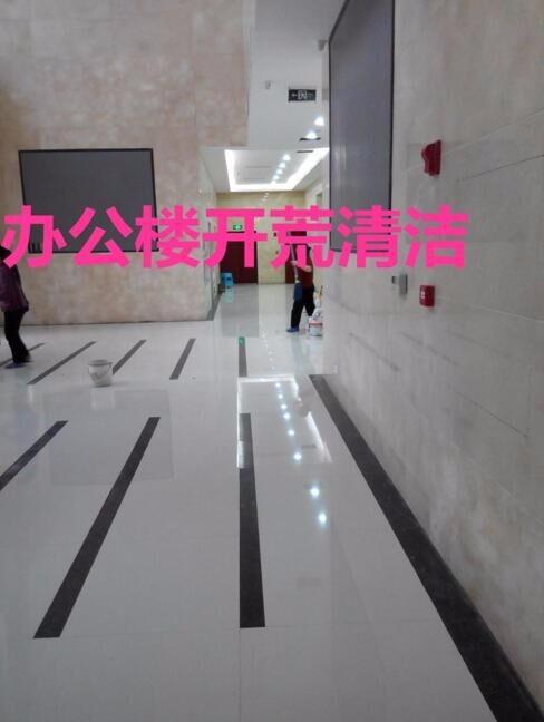 重庆九龙坡石板新居开荒保洁 玻璃除胶清洗