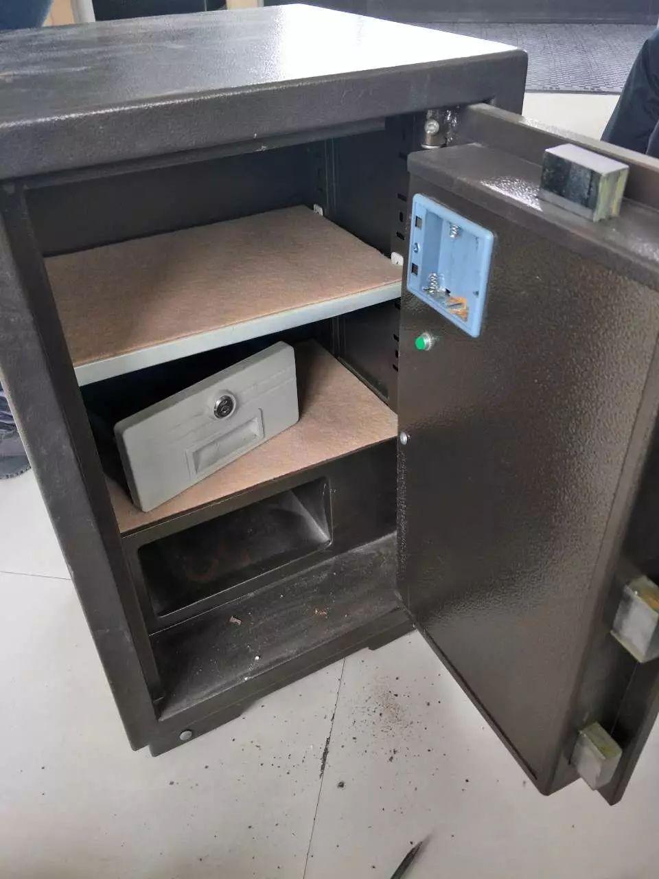 长春汽车厂保险柜上门维修开锁,保险柜开锁维修电话