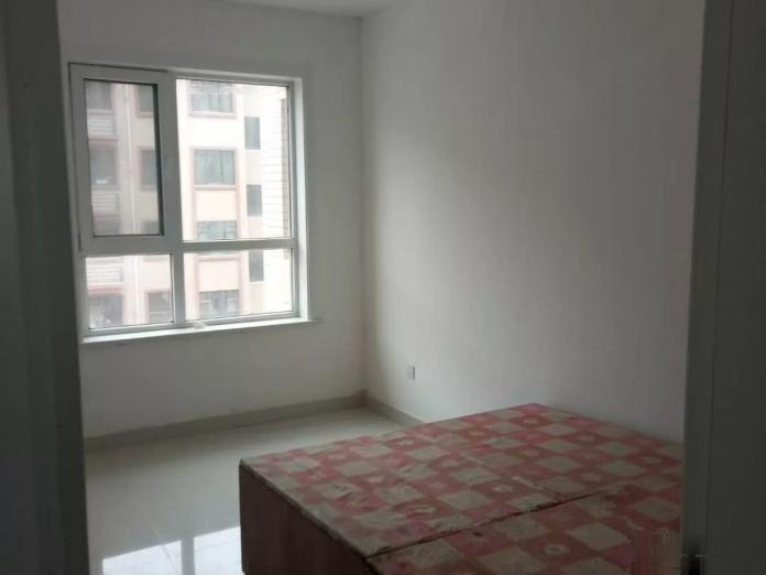 金山街附近金水岸1楼带院3室好房,交通方便