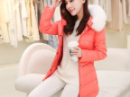 15年新款女式羽绒服 纯色收腰大毛领面包款女士韩版时尚冬季外套