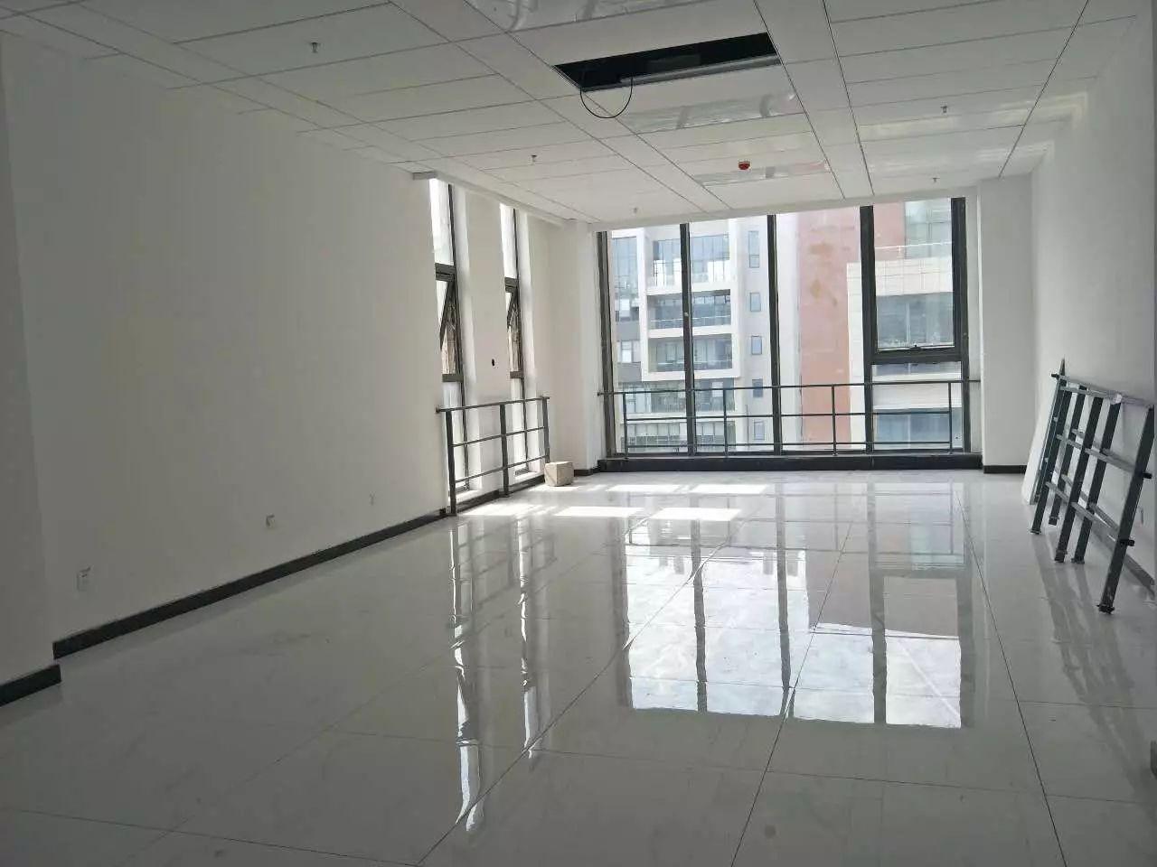 亦庄地铁口 写字楼130平送定制装修 租金2元