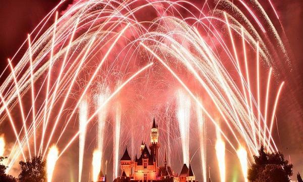 畅玩香港三天两晚迪士尼乐园+全天自由行只需616元