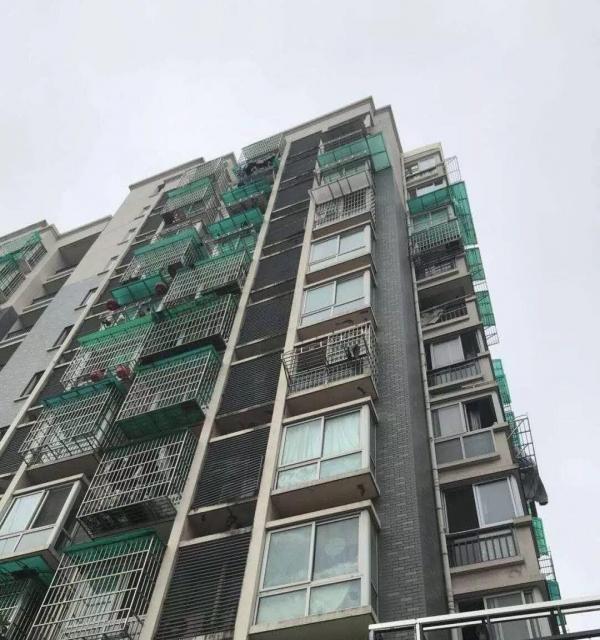 米兰春天公寓电梯房9楼,40平米,拎包入住