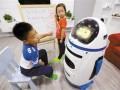 郑州小胖教育机器人直营店实体店提高孩子的智商自信心