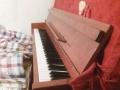 峨眉市区,闲置多年的珠江114钢琴,红棕色,保养好,音色纯正