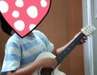 白色纯白吉他。