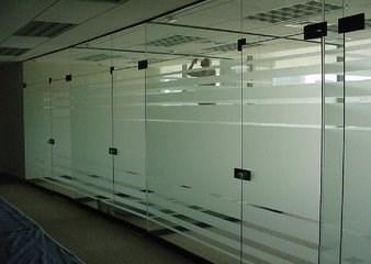百万庄安装玻璃隔断安装玻璃门把手维修更换玻璃门