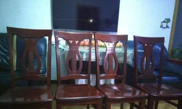 纯实木  餐桌+椅子(4把椅子),一套750元