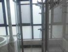 专业清理阳光房顶部垃圾、水槽垃圾、维修漏水