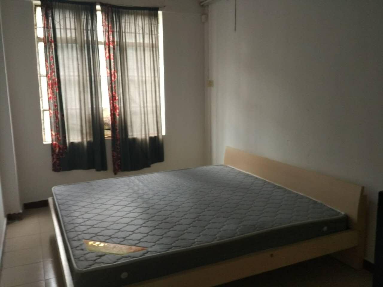 市政府旁3楼3房家电齐全 租1600元/月