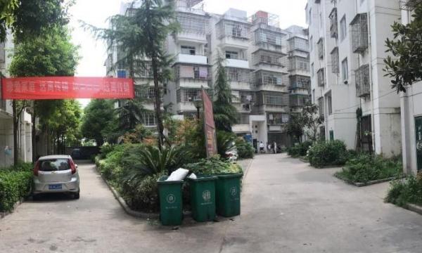 (单间步梯一楼、十一中旁、泰和苑小区、拎包入住
