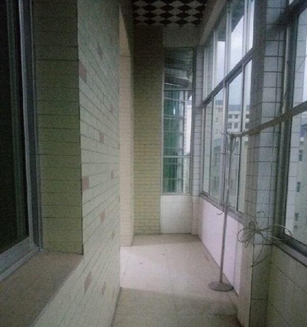 大背岭安置区 3室2厅3卫
