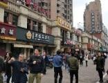 五角场黄兴路沿街80平旺铺转租,可以轻餐饮,2万8
