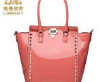 箱包皮具代理真皮女包女士包包手提包铆钉拉链单肩奢侈女包批发