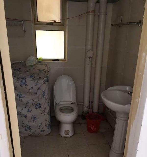 两室一厅,简单装修,性价比高。