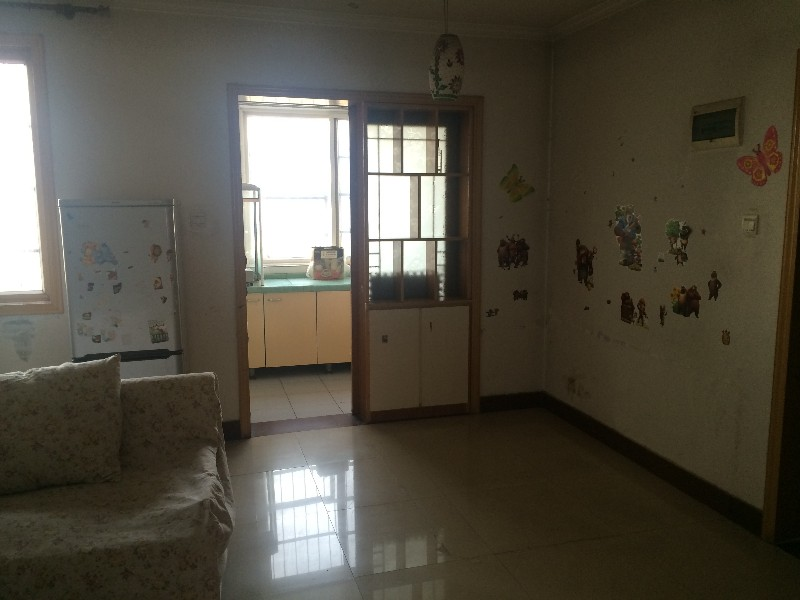 王城大道纱厂路口世华园双气85平方两室两厅双气房