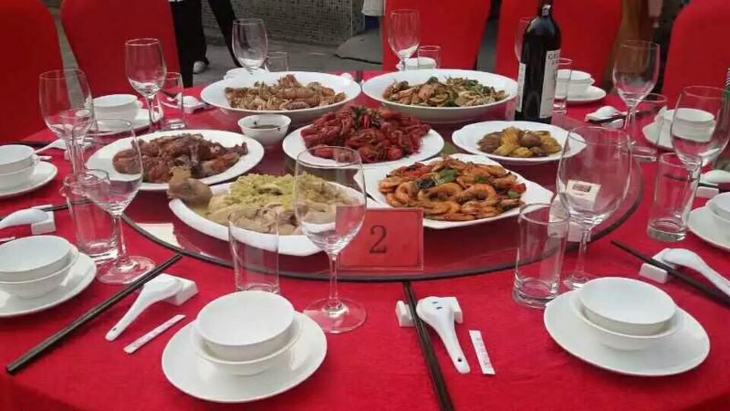 供应惠州年会尾牙聚餐,盆菜围餐一条龙上门包办酒席