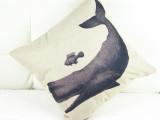 鲸鱼小鱼图北欧宜家简约棉麻沙发靠垫靠枕办公室汽车家居必备腰枕