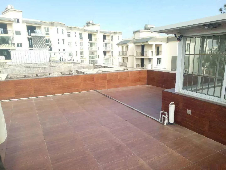 世纪花园龙川苑东华苑1楼豪华装修带花园三居室 拎包入住