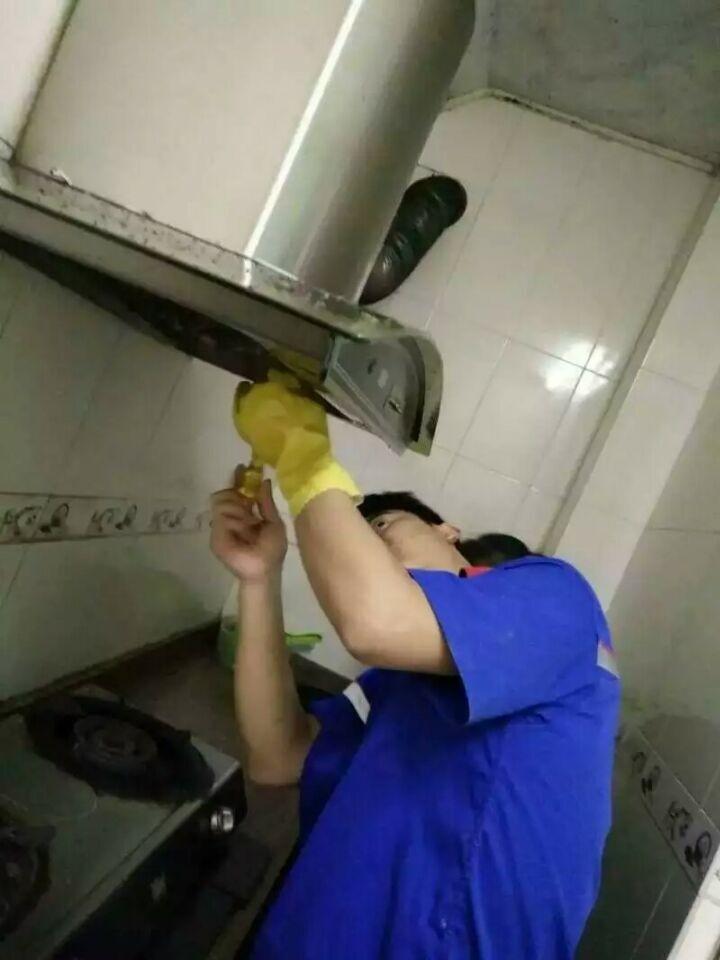 三亚市空调油烟机清洗服务公司