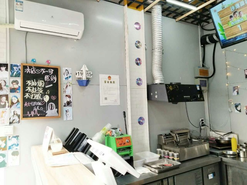 胶南华联商城一楼营业中冷饮炸鸡店转让