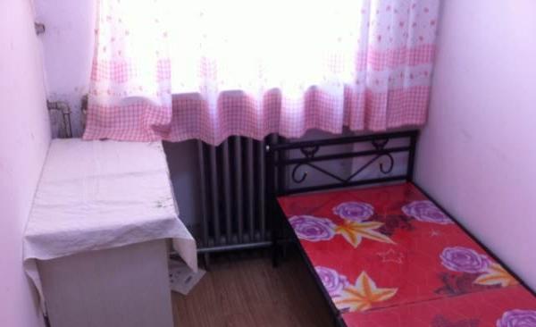 出租大小卧室两间拎包入住
