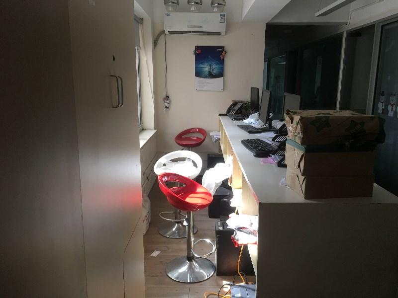 莘庄水清路,地铁1号线,175平精装带家具,行业不限的