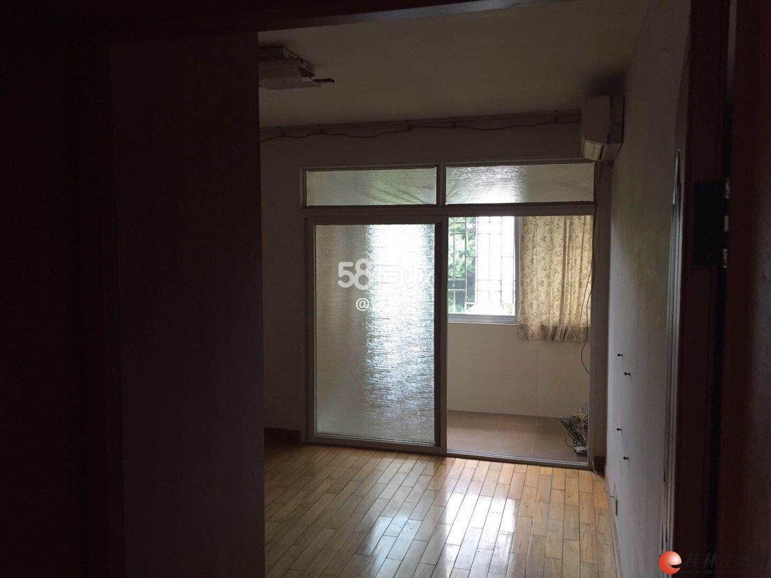 三里店 甲天下附近 3房2厅 4楼 可半空 可拎包入住