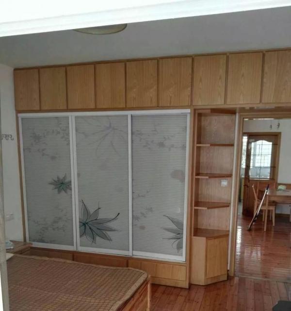 永辉超市好房出租,家具家电齐全,一室一厅空间大。