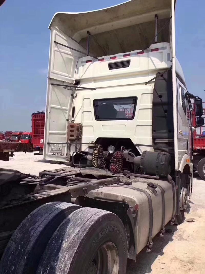 一汽解放解放J6P牵引车司机自用车