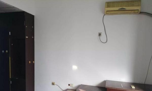 建设路大运公寓4楼一室600元出租