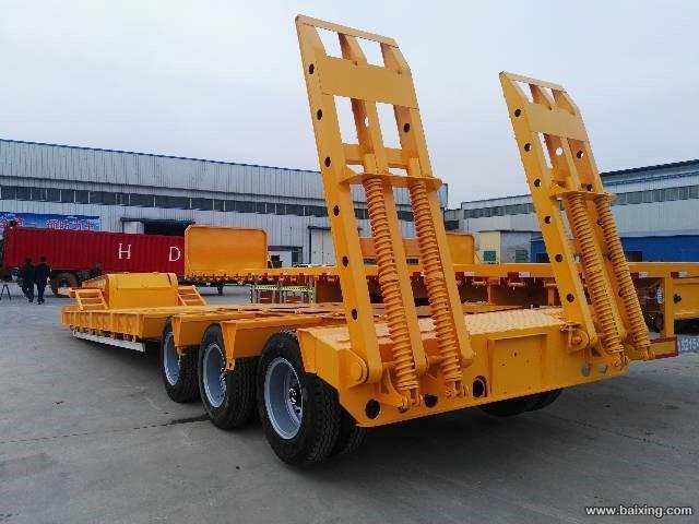梁山厂家专注挖机板运输半挂车 整车高强钢制造