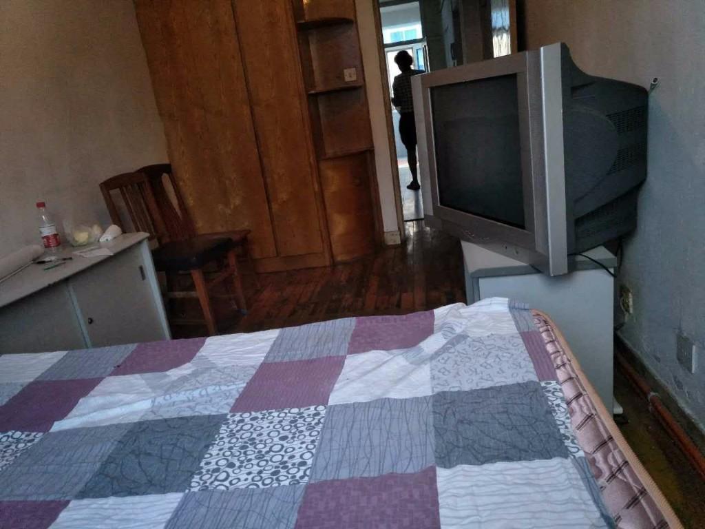 交大西山街,正规一室一厅,近西安路商圈,看房方便西山街小区
