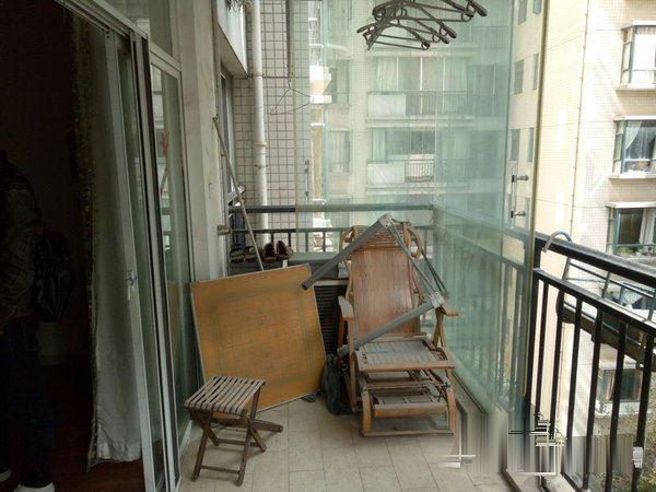 智慧龙城4房2厅2卫中等装修可以货款有产权