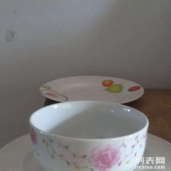全新3.5寸瓷碗、6寸瓷盘低价转让