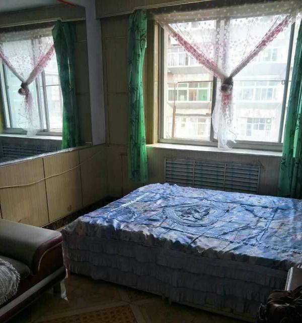 纺织路口锦州银行后身2楼60平二室一厅简装,年付6500半年