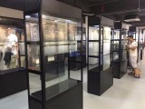 深圳黑色玻璃展柜出租-拍卖会制作-展示柜制作工厂