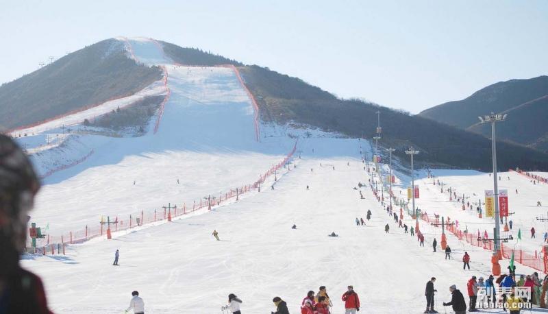 2018冬季公司企业到顺义莲花山滑雪两日游京东大溶洞两日游