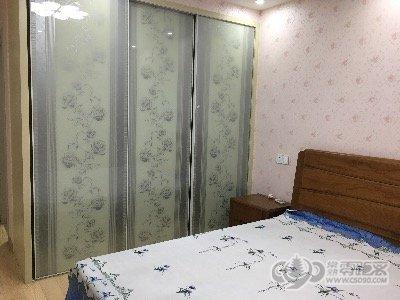 铁琴花园 125平 3600元/月 豪华装修 3室2厅2其他