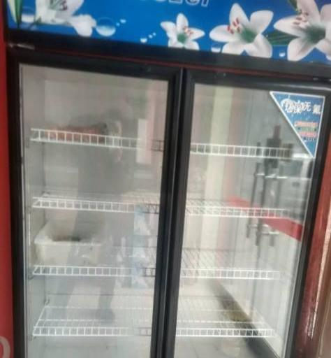 火锅饭店桌椅,电磁炉,卡座,冰箱,冰柜等全设备转让