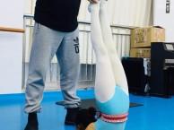 跳舞时的正确活动方式 济南阿昆舞蹈培训