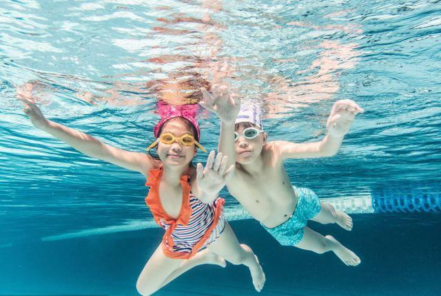 铁西室内温泉游泳池儿童游泳培训班招生力减400