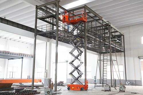 惠州惠阳区电动升降机出租,10米高空装风管用升降平台出租