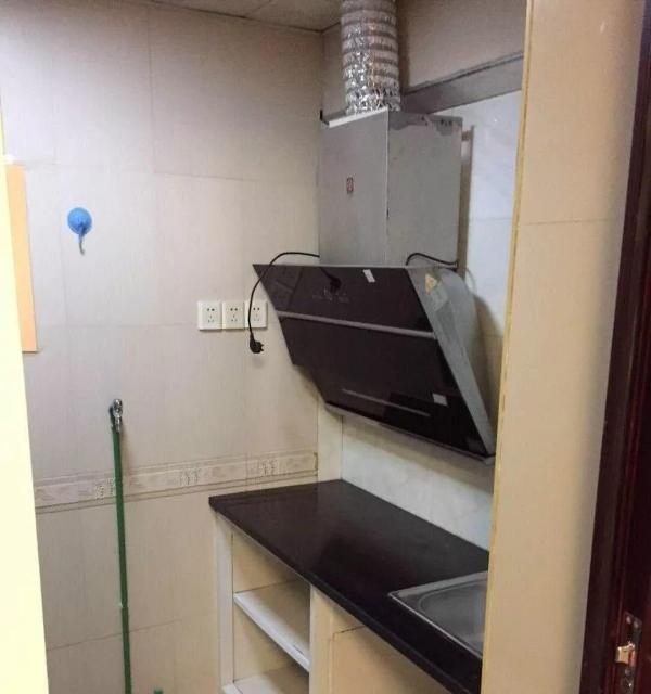 地铁口旁 理想家园 精装一室一厅 随时看房 拎包入住