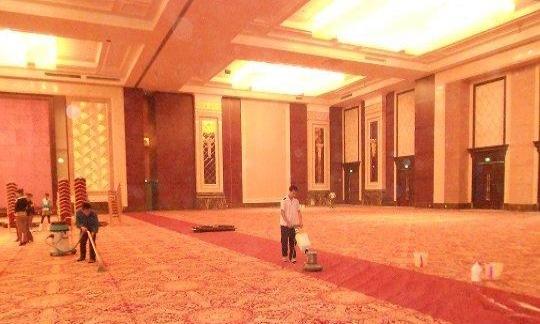 万达广场保洁:写字楼清洁 沙发 地毯清洁保养 饮水机清洗等