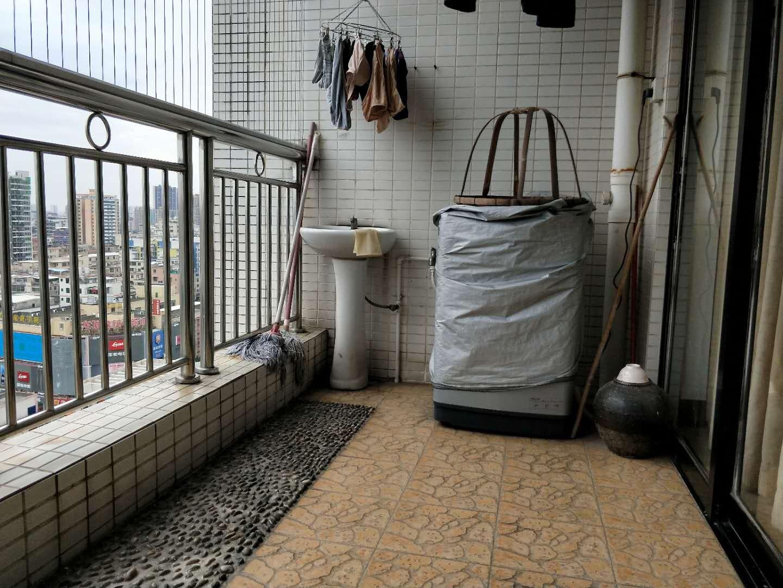 机组专车线 地铁沿线 锦尚蓬莱 少有户型 拎包入住 温馨家庭