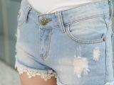 牛仔短裤女夏韩版中腰显瘦蕾丝边牛仔短裤浅色破洞 潮 实拍